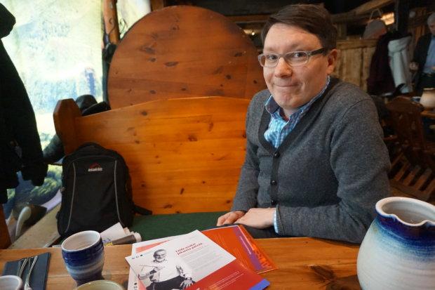 Läänintaiteilija Arttu Haapalainen kiittelee sitä, että Pirkanmaalla on ymmärretty hyvin taiteen ja kulttuurin merkitys hoivan ja hoidon tukena. Ihminen tarvitsee perustarpeiden lisäksi hengenravintoa.