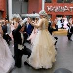 Upea pukujuhla Virta-kampuksella – Katso kuvakooste vanhojen tansseista