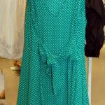 Tämä mekko henkii menneitä vuosikymmeniä. Kuva: Vivikka Monto