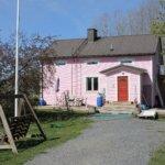 """Nyt puhuu vaaleanpunaisen talon omistaja: """"Talon väri ei vaihdu"""""""