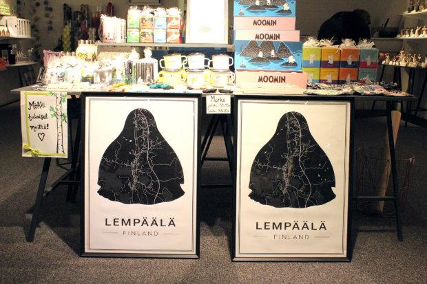Ideaparkissa oli myytävänä muun muassa Lempäälä-karttoja Mörkö-twistillä. Kuva: Erkki Koivisto