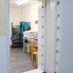 Entisessä pankkiholvissa kuvataan nyt eläinten luita – Lempäälän Pieneläinklinikka muutti Nordea-pankin vanhoihin tiloihin