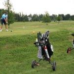 Golf-kierroksen taika piilee koukutuksen tunteessa, kun aina voi yrittää uudestaan ja parantaa – eliittileima on karissut pois lajista, vaikka tiukka etiketti täytyy yhä osata kentälle lähtiessä