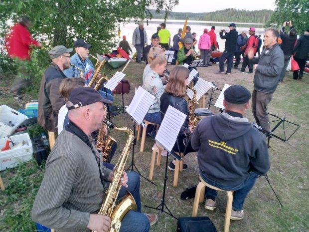 Narvassa melojia oli vastassa Narvan soittokunta. Kuva: Tapani Pietilä