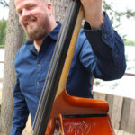 Soittokunnan foniboxista bluegrassbasistiksi