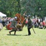 Laukossa vietettiin viikinkijuhlia ruotsalaisella twistillä – katso kuvia taistelunäytöksestä