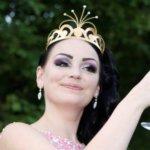 Uusi tangokuningatar Kuokkalankosken markkinoilla lauantaina – Pirita Niemenmaa voitti kruunun äänestyksen jälkeen