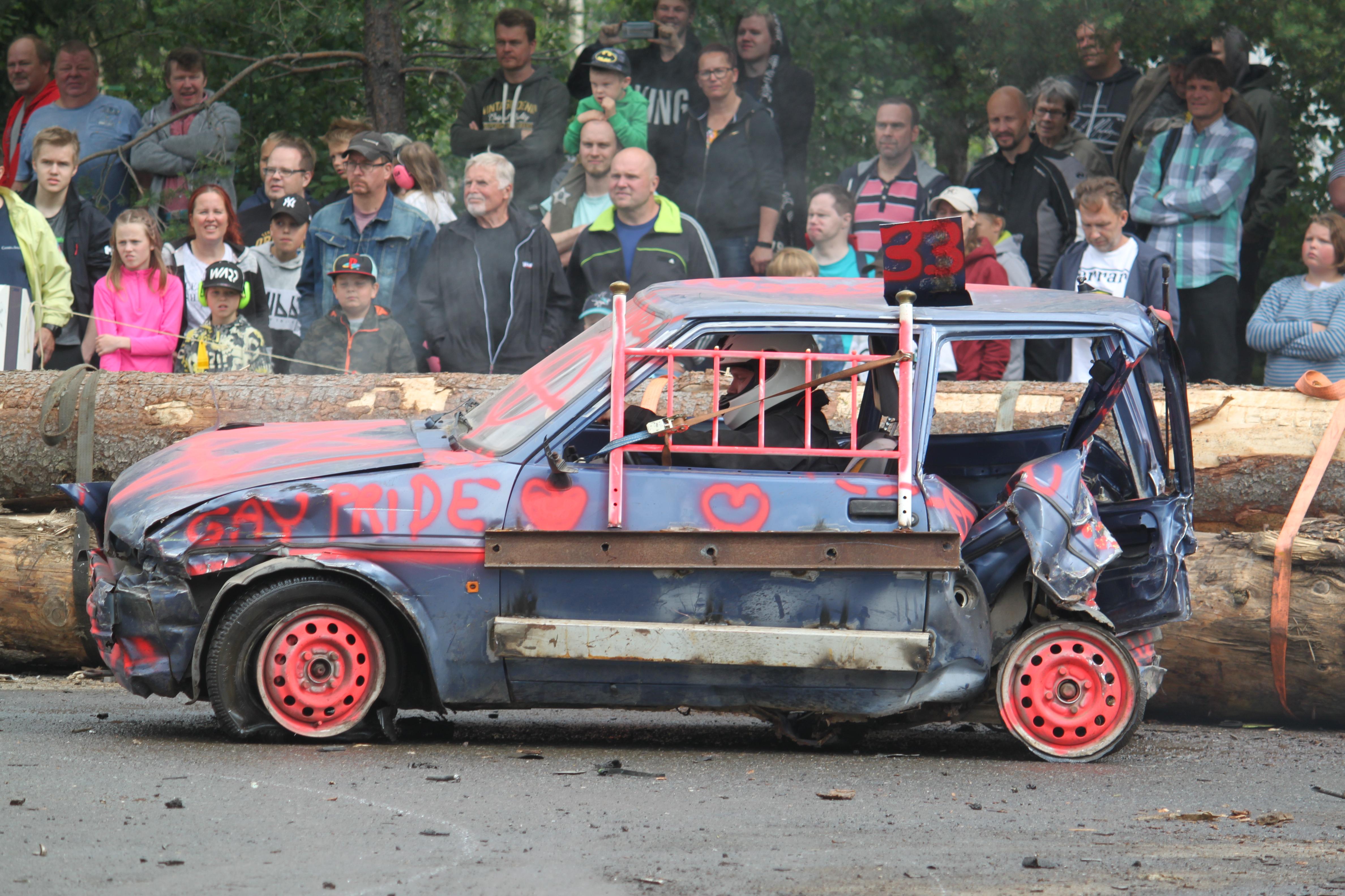 Autossa numero 33 oli sanomaa. Kuva: Annika Eronen
