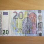 Tarkkana seteleiden kanssa – Tampereella kaupoissa ja kioskeissa on yritetty maksaa leikkirahalla