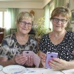 """Kaisa Markkanen, 85, hoitaa asiat älykännykällä – """"Netti on mahtava maailma"""". Ikä ei ole este digioppimiselle"""