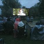 Sateinen kelikään ei estänyt, kun ulkoilmaelokuvissa katsottiin Olavi Virtaa