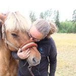 Luonto tekee meille hyvää, Koulustartti-tapahtumassa muistutetaan – Myllyrannassa hevosia ja hiekkakuvaterapiaa