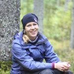 Nyt sitä saa, nyt sitä saa, korinsa täyteen sienii – Lempääläinen Hanna Arpalahti on innokas sienestäjä, joka tunnistaa niin mustavahakkaat kuin viiruvalmuskat