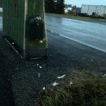 Liian täynnä – bussipysäkkien roskikset pursuavat roskia