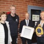 Lempäälän kunta sai leijonilta sydäniskurin lahjoituksena liikuntahalliin