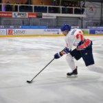 Vesisade muutti talviklassikon jäähallijuhlaksi – LeKi pelasi legendaarissa revontulipaidoissa: katso tapahtuman kuvasatoa