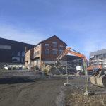Mylly-rakennuksen peltinen laajennusosa on purettu