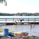 Rantauimakoulut aloittivat Lempoisten uimarannalla – Käsidesi ja turvavälit ovat nyt uimakoulun arkea
