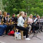 Myllyrannassa törähtää komeasti! – Narvan Soittokunta saapuu puistoon konsertoimaan