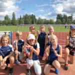 Nuorten juoksuvoima on piirin kärkiluokkaa – LeKi Yleisurheilun nuorille alue- ja piirinmestaruusmitaleita