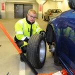 Rengasmerkinnät kertovat paljon, jos kuljettaja ymmärtää niiden kieltä – Mitä rengasmerkinnät tarkoittavat?