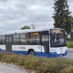 Bussilippuihin tulossa hinnankorotuksia – Korona vähensi joukkoliikenteen lipputuloja  ja kurittaa taloutta myös tulevina vuosina
