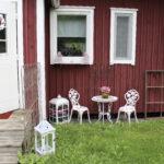 Erna Lehtinen muutti mummonmökkiinsä toukokuussa. Kuva: Pauliina Korhonen