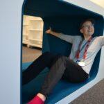 Pääkirjastoa kalustetaan – uudet kirjahyllyt ovat jo paikoillaan. Muutto Lempäälä-taloon etenee