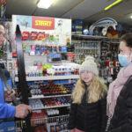 Karvasuksia myydään nyt valtavasti – mutta millaisilla suksilla hiihtävät Lempäälän ja Vesilahden kunnanjohtajat?