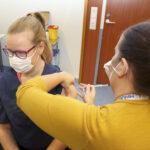 Kolmas rokotuskierros käyntiin Lempäälässä ja Vesilahdessa – Rokote on tarkoitettu voimakkaasti immuunipuutteisille