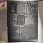 Tiedätkö, kuka henkilö on kuvassa? – Vanhoille lasinegatiiveille etsitään omistajaa