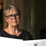 Kaarina Louhen äitiyteen on kuulunut surutyö – Kolme lastaan menettänyt Louhi palkitaan marraskuussa muiden koronavuoden äitien kanssa
